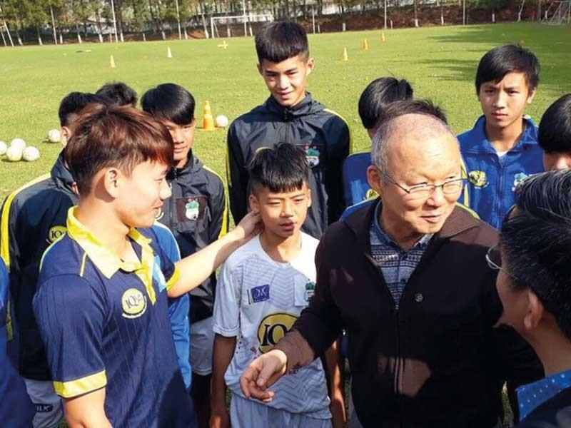 Bầu Ðức, ông Park & trang sử mới của bóng đá Việt Nam - ảnh 2