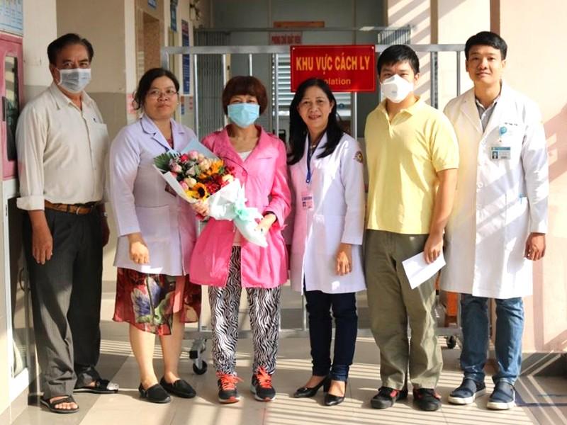 Mẹ bệnh nhân Corona cám ơn bác sĩ BV Chợ Rẫy - ảnh 1