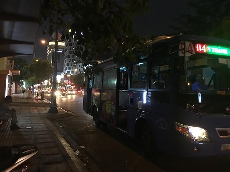 Xe buýt, taxi, xe công nghệ đìu hiu vì Corona - ảnh 1