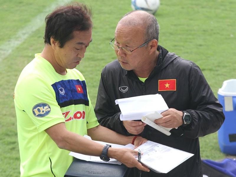 Ông Park cần học hỏi trợ lý Lee - ảnh 1