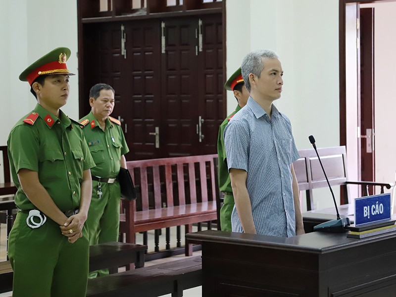 Cựu viện phó nhận hối lộ lãnh 5 năm tù - ảnh 1