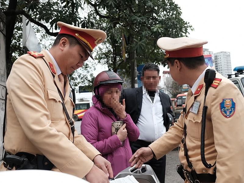 Cục CSGT: Xử nặng nếu tài xế báo giả mất bằng lái - ảnh 1