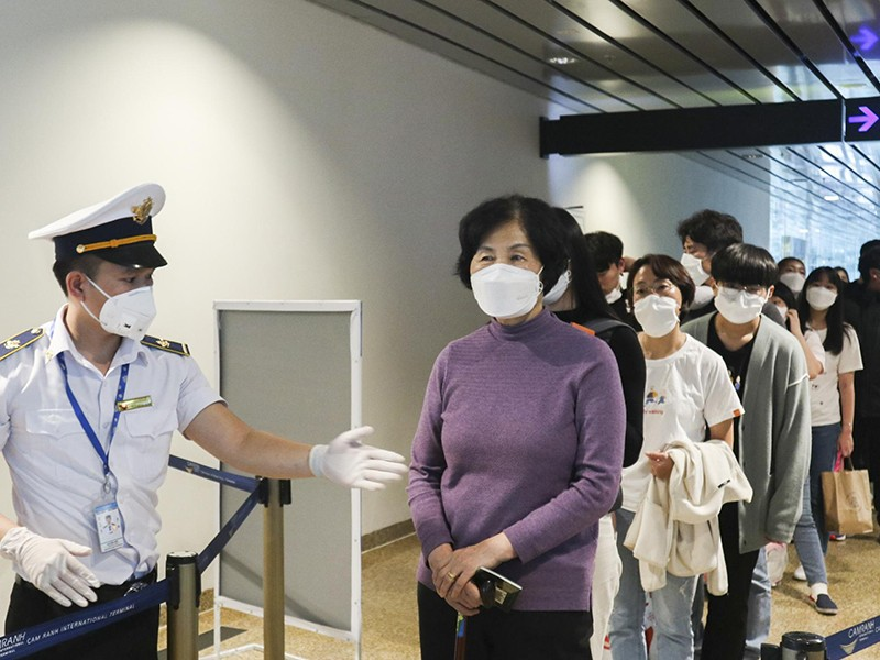 Nâng mức cảnh báo, dừng miễn thị thực với công dân Hàn Quốc - ảnh 1