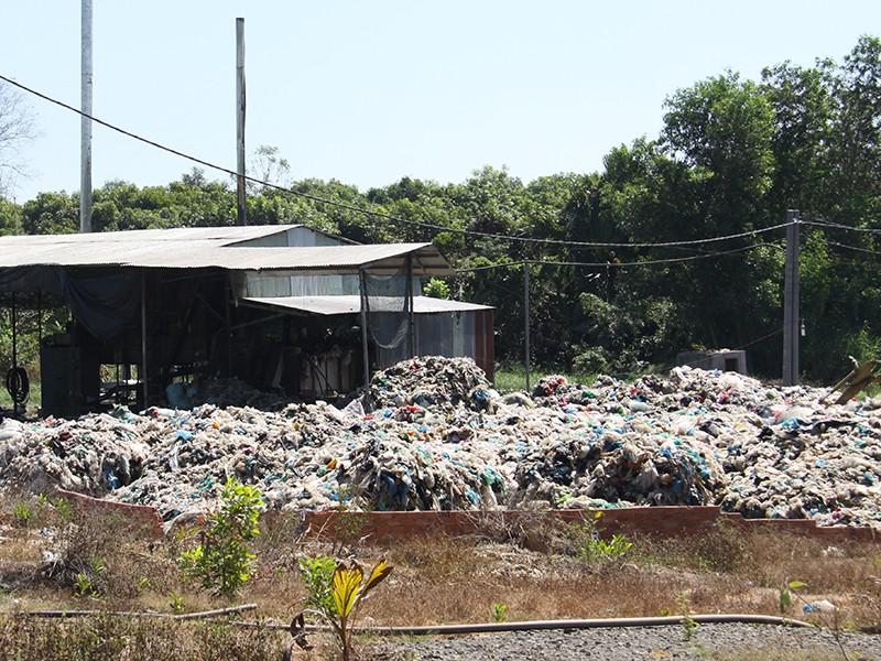 Dân khốn khổ vì 2 cơ sở sản xuất gây ô nhiễm - ảnh 1