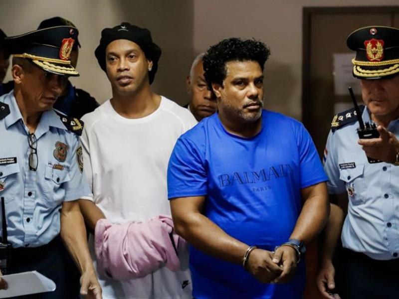 Ronaldinho có khả năng bị tạm giam 6 tháng - ảnh 1
