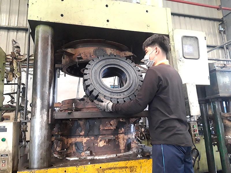 Doanh nhân Việt làm lốp xe bán sang Nhật, Hàn - ảnh 2