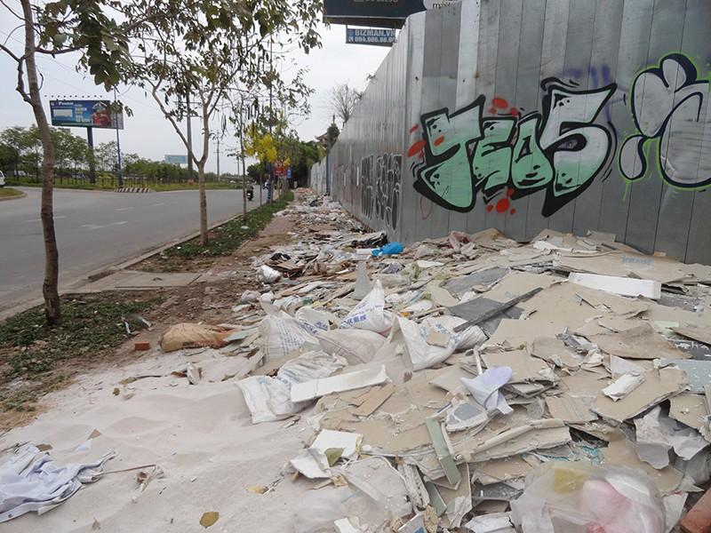Bãi rác giữa đô thị - ảnh 1