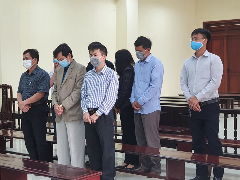 Tuyên án 5 cựu thanh tra nhận hối lộ - ảnh 1