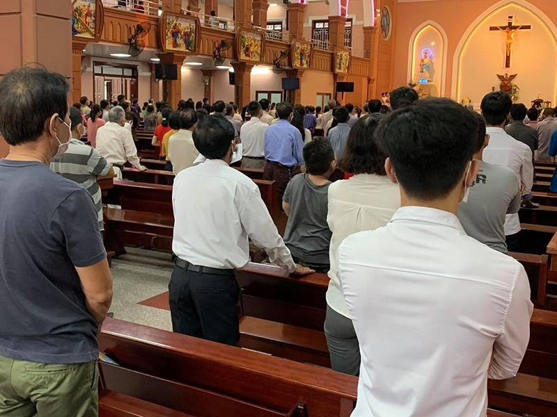 Tạm ngưng cử hành thánh lễ ở TP.HCM - ảnh 1