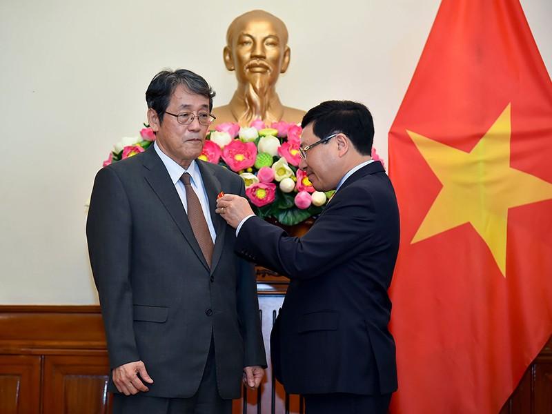 Trao huân chương Hữu nghị tặng đại sứ Nhật Bản tại Việt Nam - ảnh 1