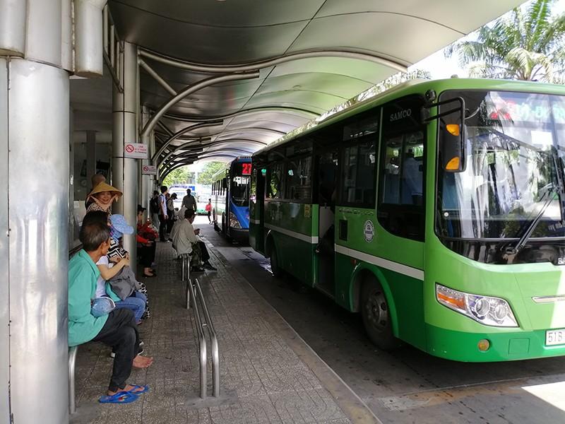 Nhiều ưu điểm khi thanh toán tự động trên xe buýt - ảnh 1