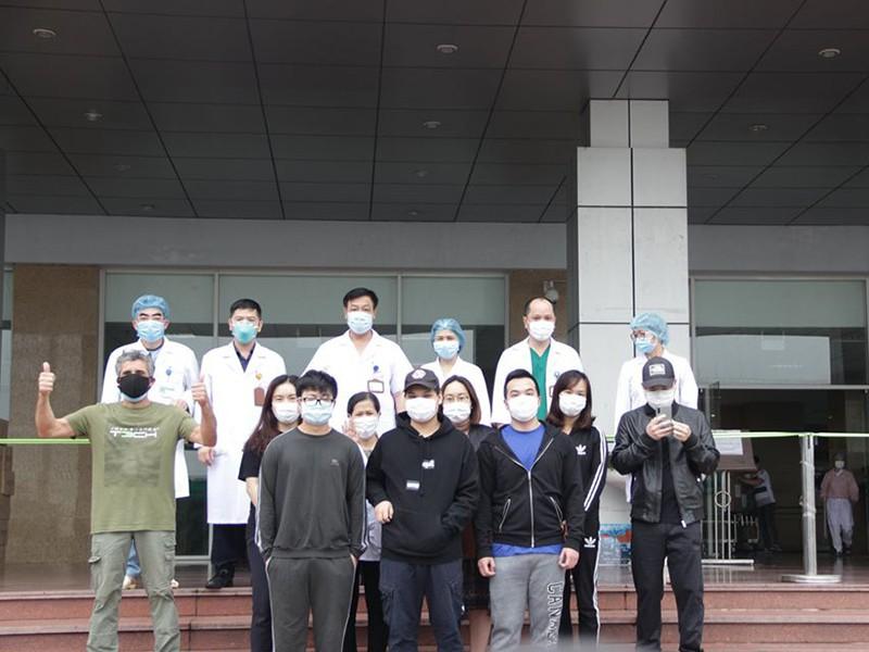 Thêm nhiều bệnh nhân chiến thắng COVID-19 - ảnh 1