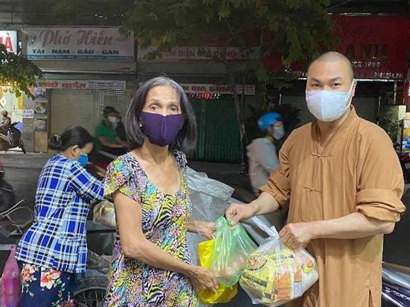 Công giáo, Phật giáo ở TP.HCM cùng người nghèo trong đại dịch - ảnh 1
