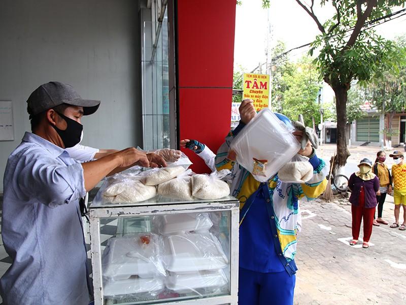 Bán gạo 1.000 đồng/kg cho người nghèo - ảnh 1