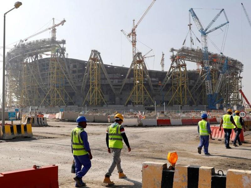 Nhóm công nhân xây sân World Cup 2022 nhiễm COVID-19 - ảnh 1