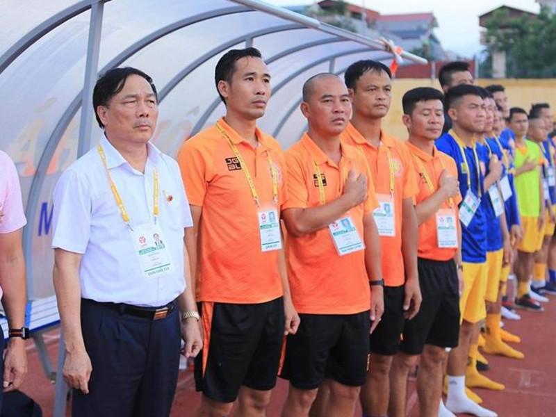 Bóng đá Việt Nam lo 'sức khỏe' những ông bầu - ảnh 1