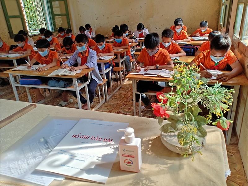 Trường học gặp khó khi xếp học sinh cách nhau 1,5 m - ảnh 1