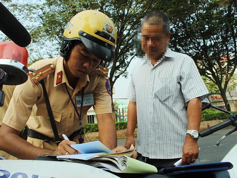 Băn khoăn về đề xuất chia giấy phép lái xe thành 17 hạng - ảnh 1