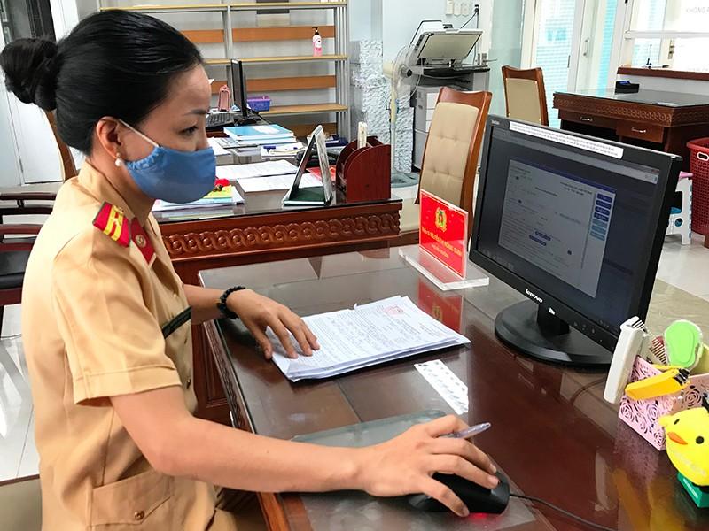 Sửa luật để dân dễ nộp phạt giao thông qua mạng - ảnh 2