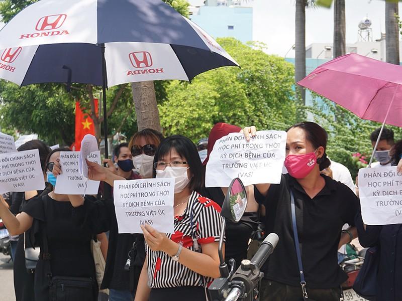Phụ huynh trường quốc tế phản đối học phí mùa dịch - ảnh 1