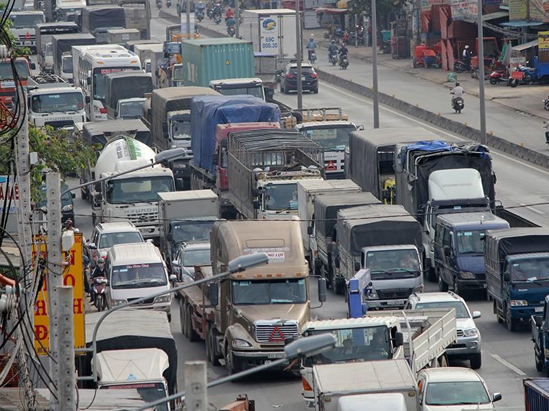Bộ GTVT đề xuất miễn, giảm phí bảo trì đường bộ cho DN vận tải - ảnh 1