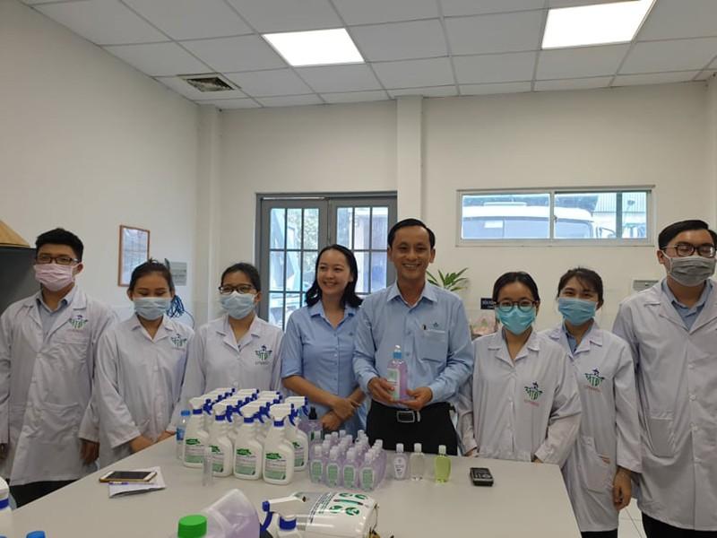 Nước rửa tay đặc biệt của các 'bác sĩ môi trường' - ảnh 1