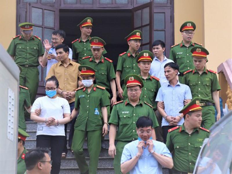 Tuyên án 15 bị cáo trong vụ gian lận điểm ở Hòa Bình - ảnh 1