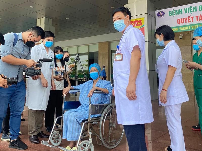 COVID-19: Tin vui từ 2 ca bệnh nặng - ảnh 1