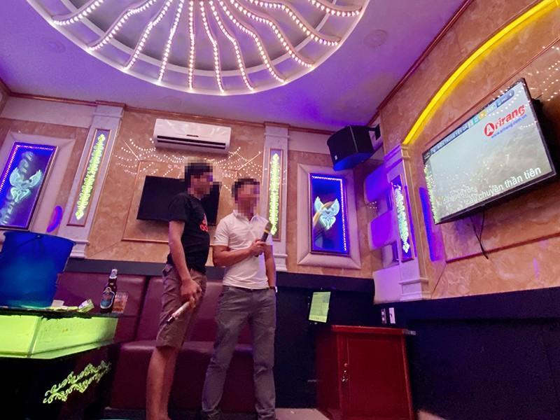 Kiến nghị cho phép sớm mở lại dịch vụ karaoke - ảnh 1