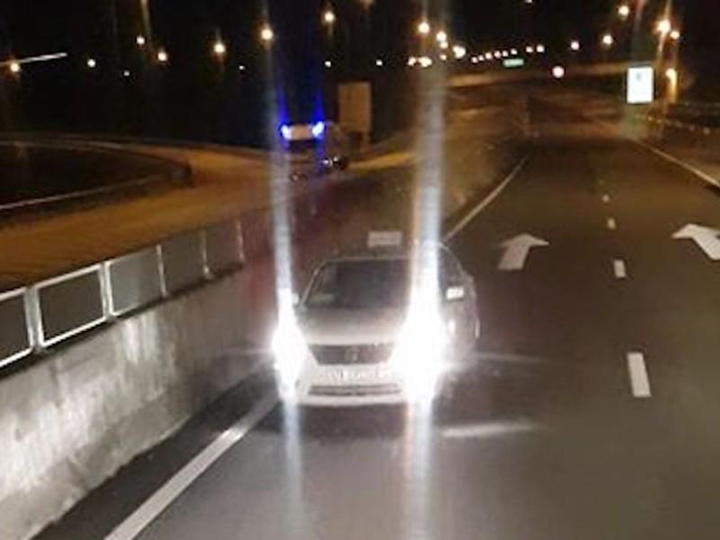 Nhiều tài xế liều mạng chạy ngược chiều trên đường cao tốc - ảnh 1