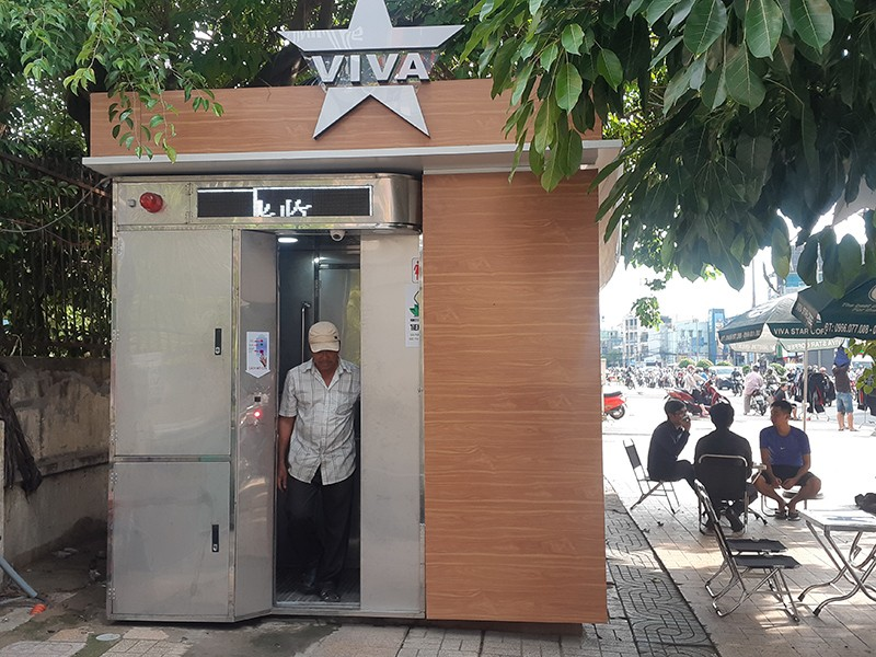 Dân hài lòng với nhà vệ sinh hiện đại miễn phí - ảnh 1