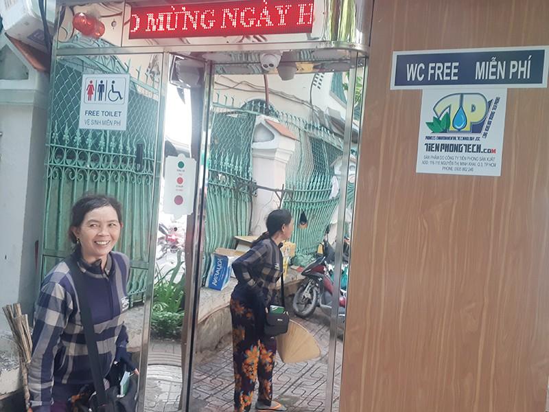 Dân hài lòng với nhà vệ sinh hiện đại miễn phí - ảnh 2