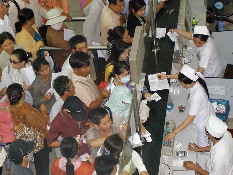 Giả nhân viên Bệnh viện Chợ Rẫy lừa tiền bệnh nhân - ảnh 1