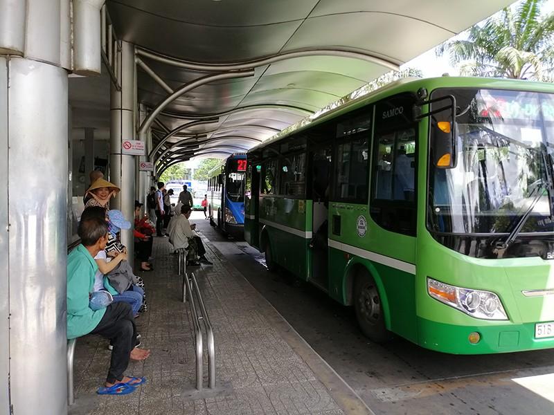 Tìm cách gỡ vướng cho xe buýt ở TP.HCM - ảnh 1