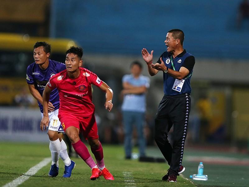 Ghế nóng bất thường ở V-League - ảnh 1