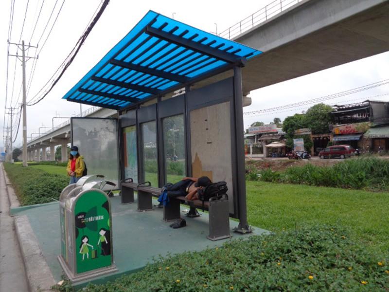 Khách đón xe buýt không dám ngồi ghế - ảnh 1