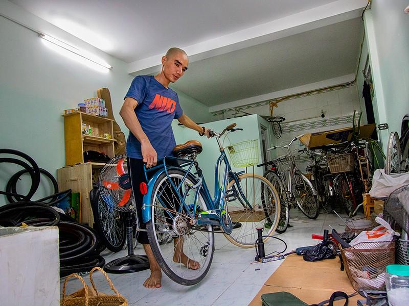Chàng trai 'hồi sinh' xe đạp tặng người nghèo - ảnh 2
