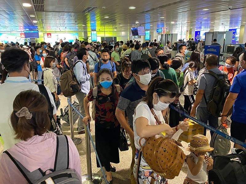 Tân Sơn Nhất sẽ mượn ga quốc tế để bay quốc nội - ảnh 1