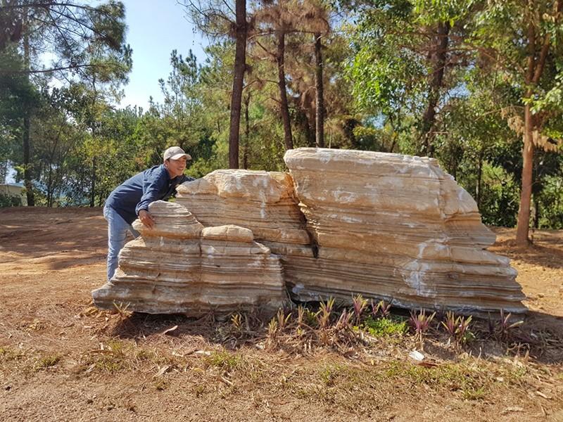 Trả 60 tấn đá về chỗ cũ - ảnh 1
