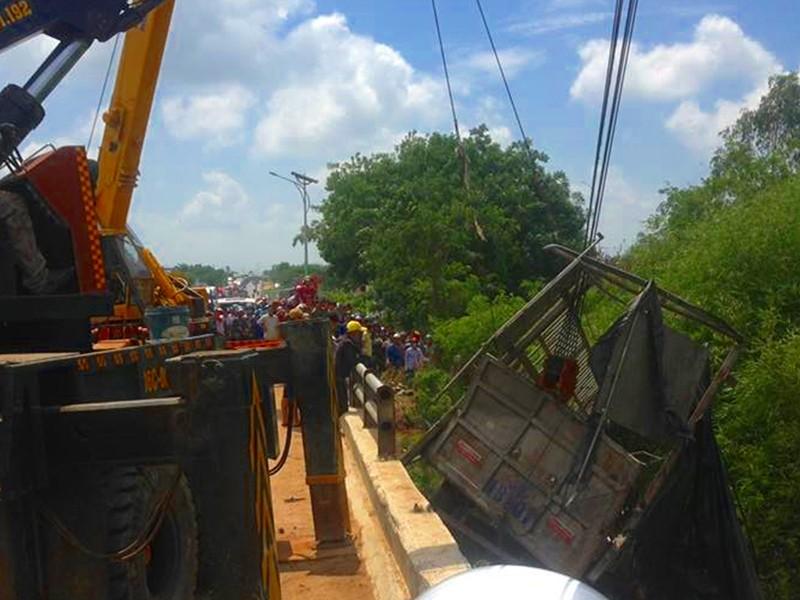 Chậm lắp dải phân cách, tai nạn còn tiếp diễn ở Bình Thuận - ảnh 3