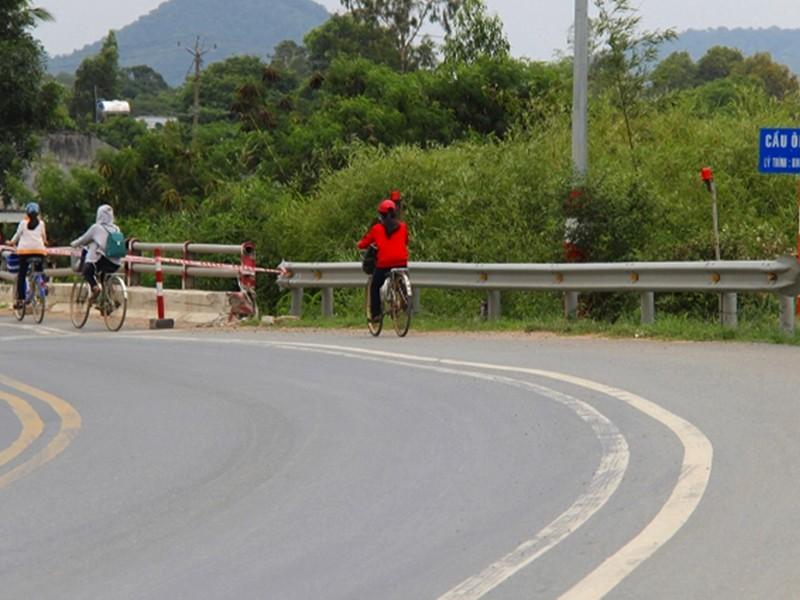 Chậm lắp dải phân cách, tai nạn còn tiếp diễn ở Bình Thuận - ảnh 1