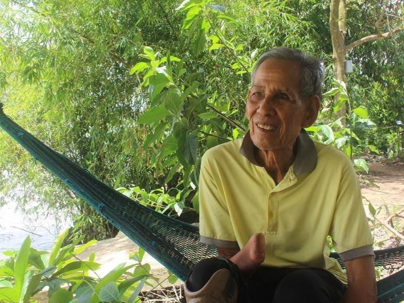 Ông Tám Ý xứ dừa và 40 năm bảo bọc học trò nghèo - ảnh 1