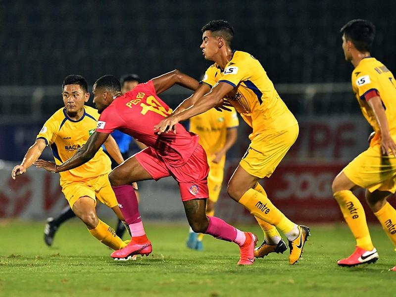 Không dừng V-League, nín thở chờ AFF Cup - ảnh 1
