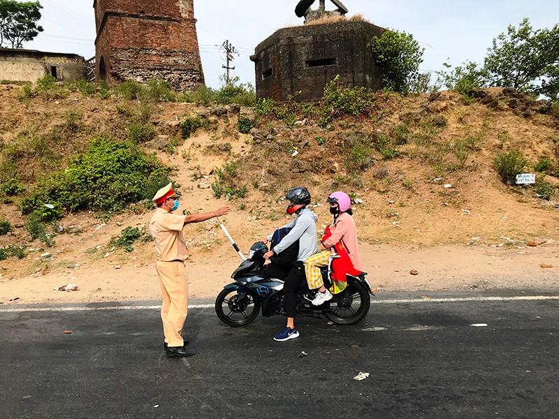 Nhiều người tìm cách rời khỏi Đà Nẵng bất thành - ảnh 1