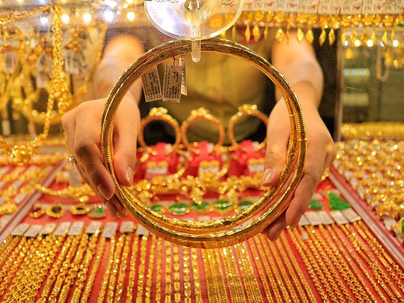Nhà cái tung hứng giá vàng, nhà đầu tư tay mơ lãnh đủ - ảnh 2