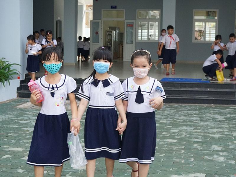 Học sinh nghèo vui với trường mới - ảnh 1