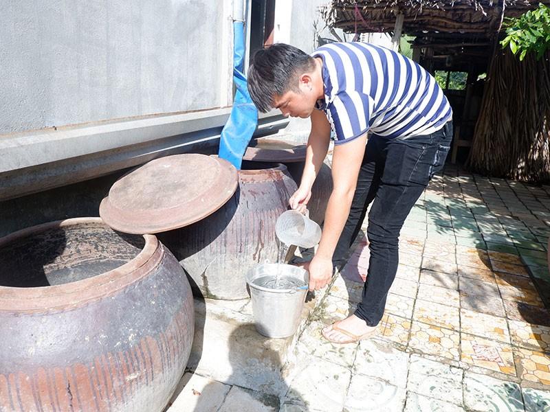 Cần Giờ: Hàng trăm hộ dân khổ sở vì thiếu nước ngọt - ảnh 1