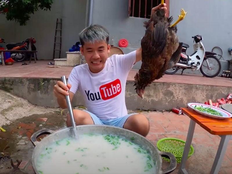Băn khoăn việc xử phạt vụ nấu cháo gà nguyên lông - ảnh 1