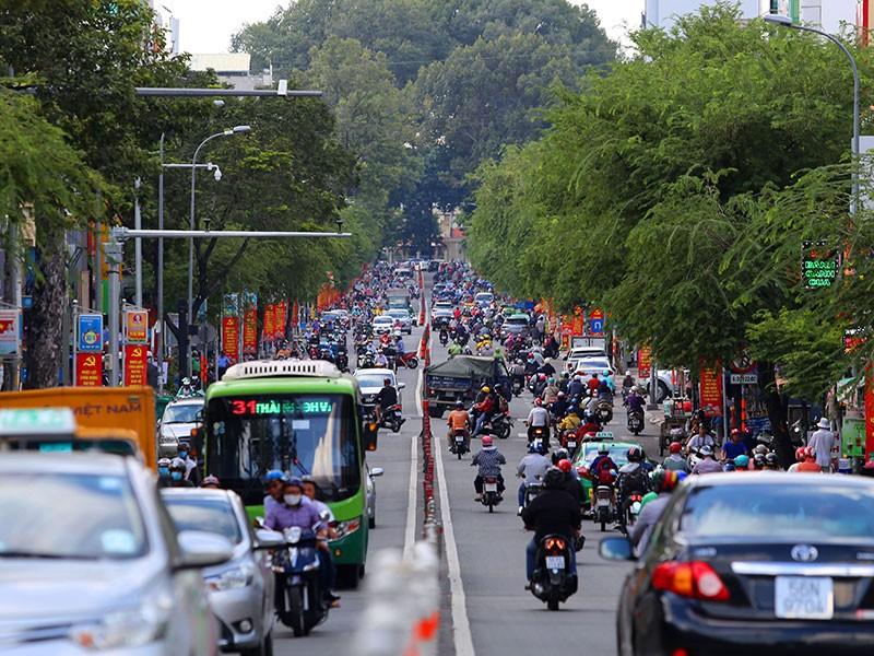 Hỗ trợ đổi giấy tờ cho người dân ở đường Lê Văn Duyệt - ảnh 2