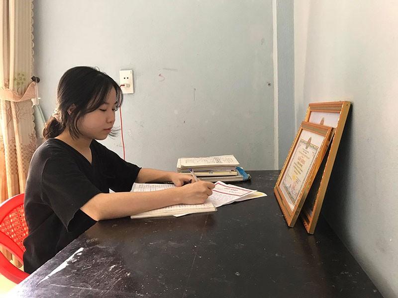 Thủ khoa mê sử và ước mơ trở thành nữ luật sư giỏi - ảnh 1